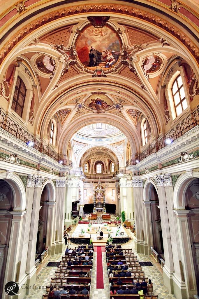 ripresa grandangolare di una chiesa in provincia di Torino