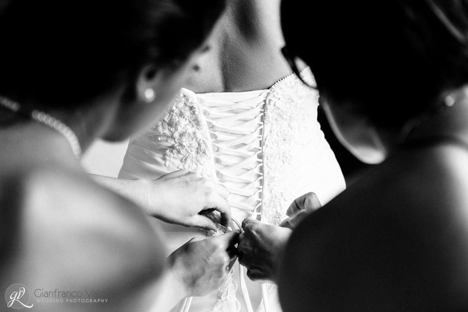 dettaglio del vestito matrimoniale