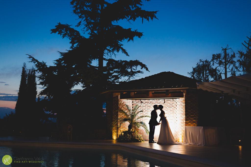bacio-in-piscina-durante-matrimonio