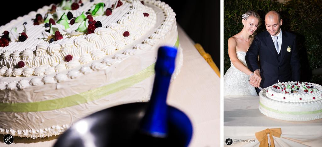 dettagli e felicità al momento del taglio della torta