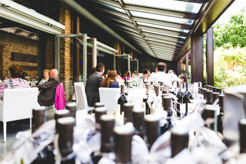 Allestimento dei tavoli della Tenuta la Cascinetta