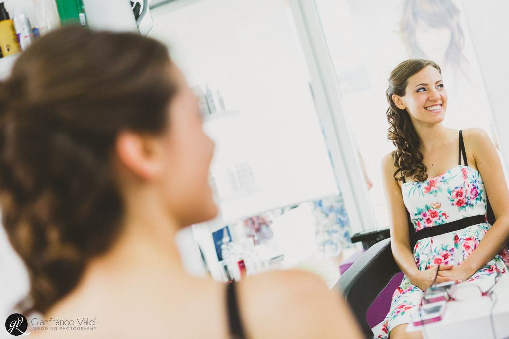 Laura sorride e scherza prima del suo matrimonio