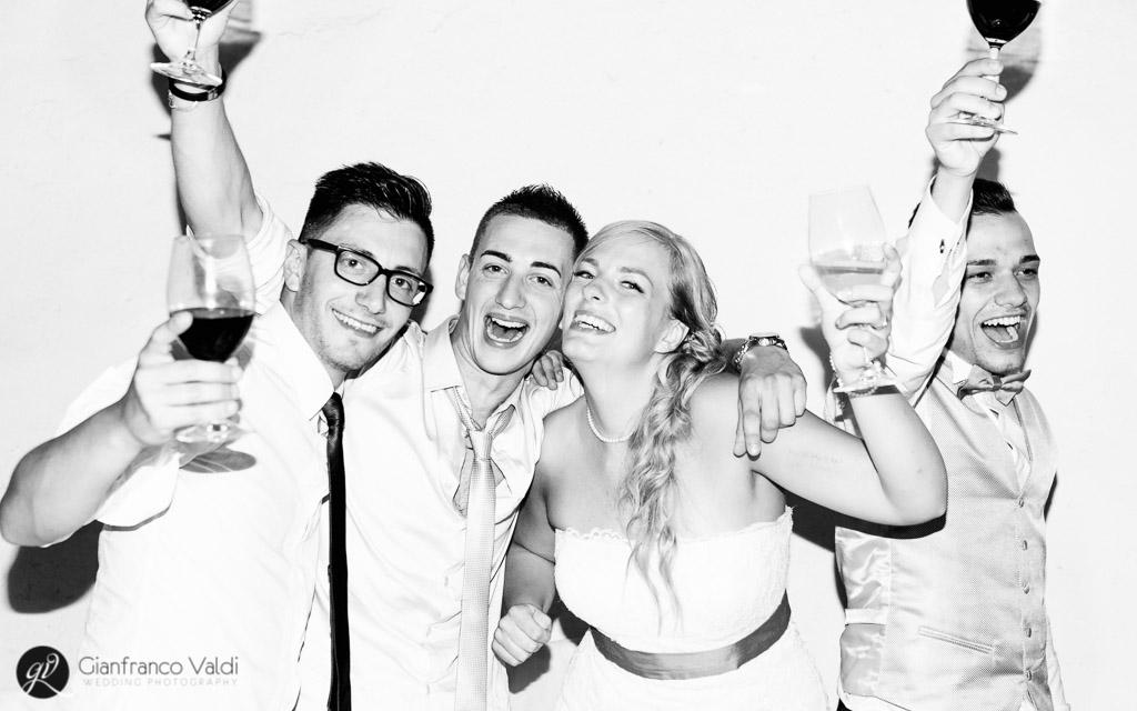 fotografia di gruppo al matrimonio