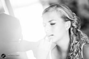 una foto della sposa con la sua truccatrice