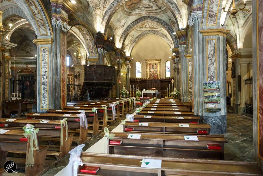 una foto della navata centrale della chiesta del matrimonio