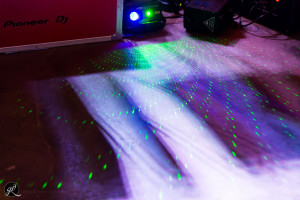 il dj illumina la pista da ballo del matrimonio