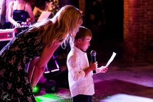 il figlio degli sposi legge una poesia