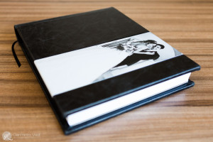 un elegante album realizzato in cuoio