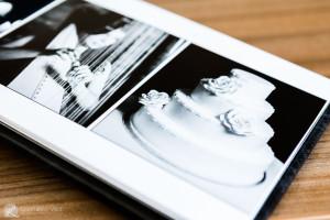 pagina di un album con torta nuziale