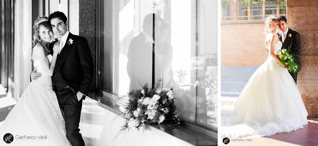 foto di coppia degli sposi sotto i portici di canale d'alba