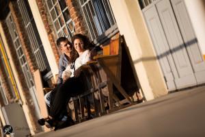 fotografia di coppia su panchina vintage