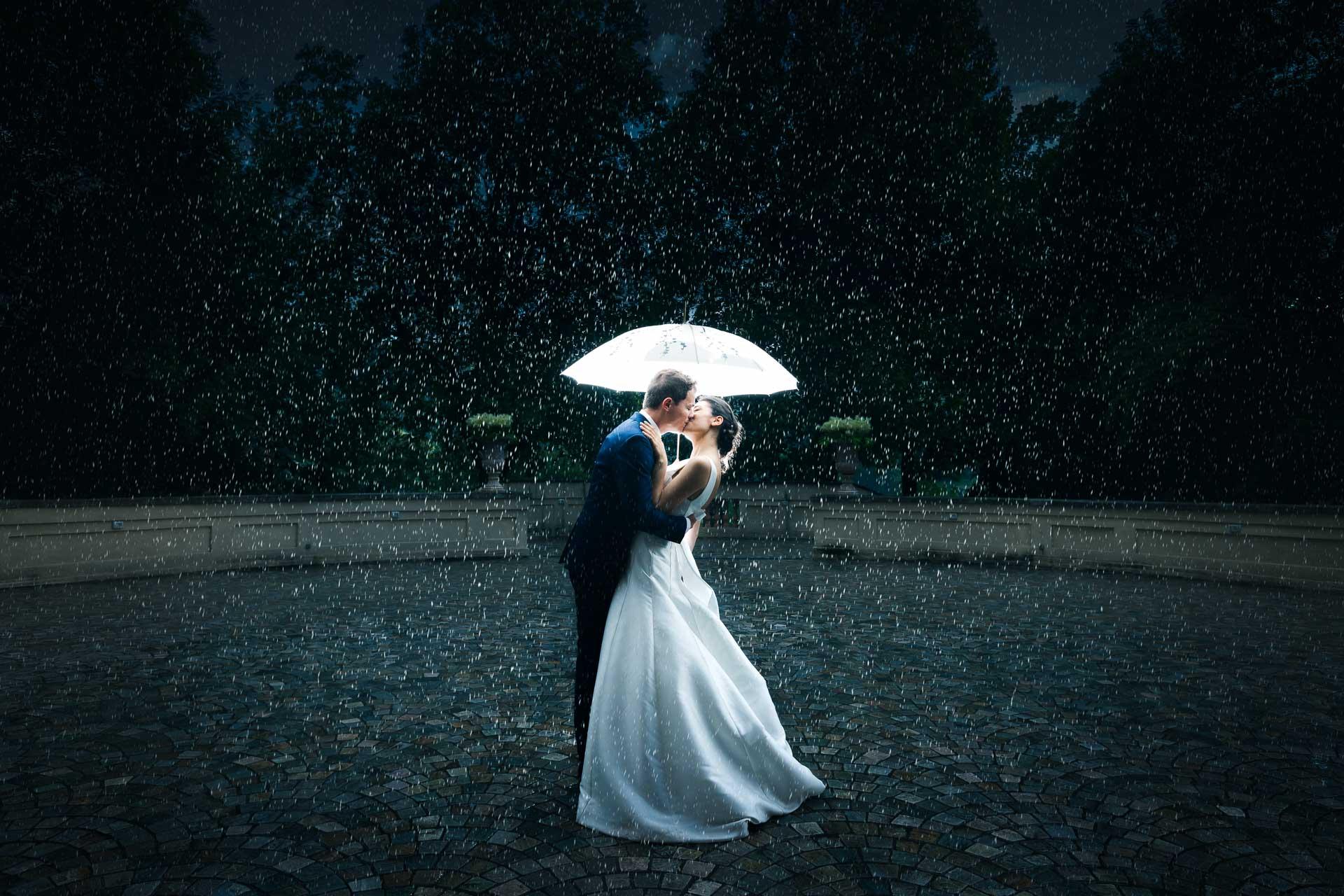 conclusione-ricevimento-villa-bria-con-foto-sotto-la-pioggia