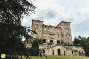 parco-di-alberi-secolari-davanti-al-castello